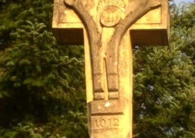 Croix en pierre datée de 1012
